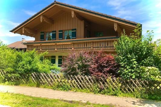 Gepflegtes Landhaus mit Charme - Sonnen-/ Ruhelage/ dörfliche Idylle - nahe A8 nach Salzburg/ München - Bezirk Laufen/ Region Anger - DEUTSCHLAND