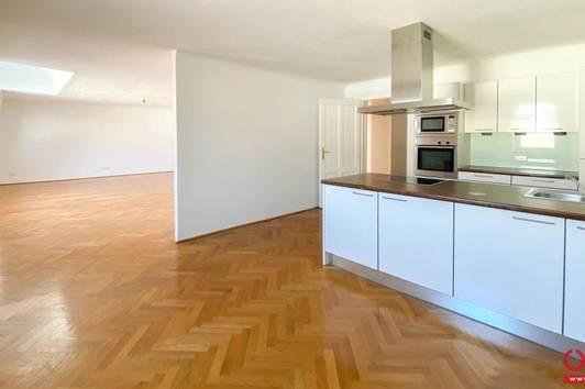 Juwel im Herzen Hietzings! 4-Zimmer-Altbauwohnung mit Balkon und Garten in 1130 Wien zu mieten