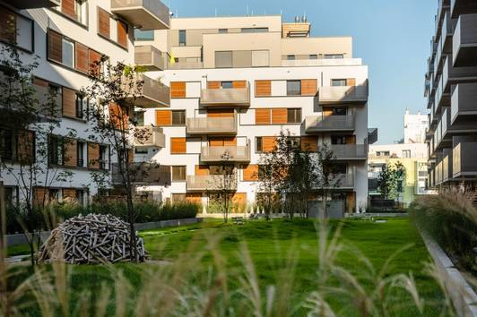 Ruhige, helle 3 Zimmer Wohnung mit großem Balkon und Gemeinschaftsgarten, Nähe U2 Aspernstraße