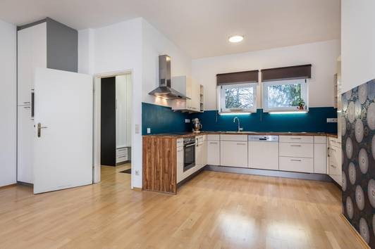 Entzückende 2 Zimmer DG-Wohnung in Biedermeierhaus