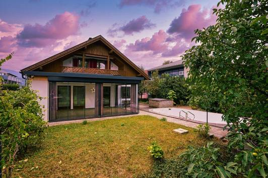 Neuer Preis (VHB) - Großes Haus mit 3 Wohnungen und Pool