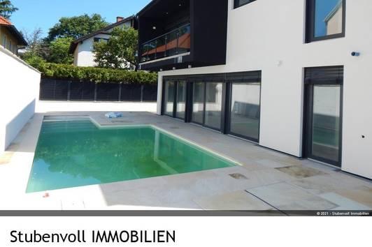 Villa mit Pool, voll unterkellert - Erstbezug