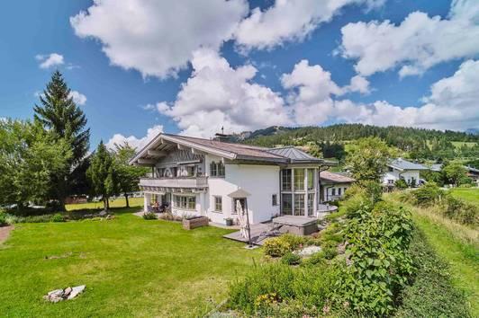 Großzügige Villa im Landhaus Stil