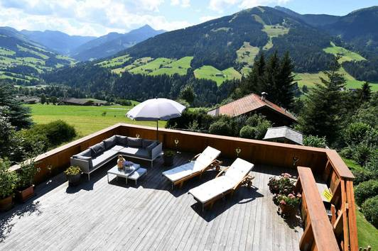 Landhaus mit Pool in Panoramalage