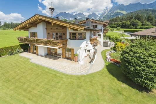 Traditionelle Villa im Tiroler Stil mit traumhaftem Panoramablick