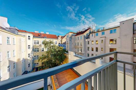 Zu Hause ERLeben   Helle 3-Zimmer-Maisonette mit Terrasse auf jeder Ebene