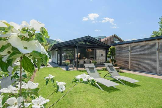 Sommerhaus mit Bootshaus in idyllischer Lage