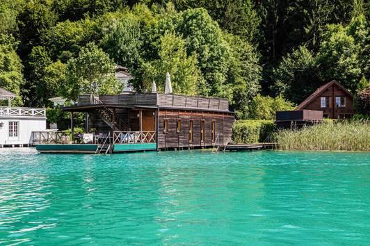 Sommerhaus mit Bootshaus in exzellenter Lage