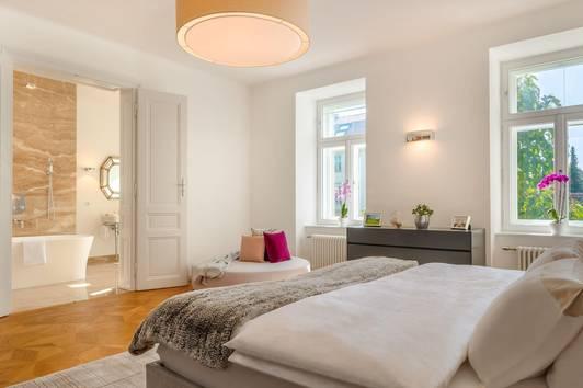Exquisit elegante Altbauwohnungen von 71 m² bis 214 m² mit traumhaften Eigengärten