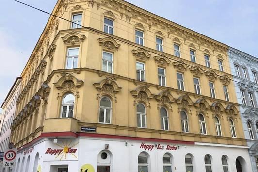 NACH EIGENEN WÜNSCHEN SANIEREN: Helle Altbau-Wohnung in U-Bahn-Nähe