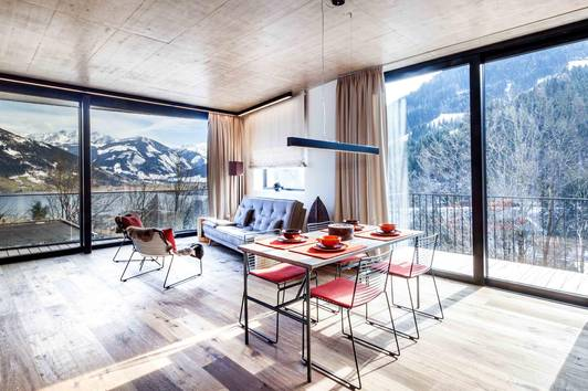 Stylisches Appartementhaus über den Dächern der Bergstadt