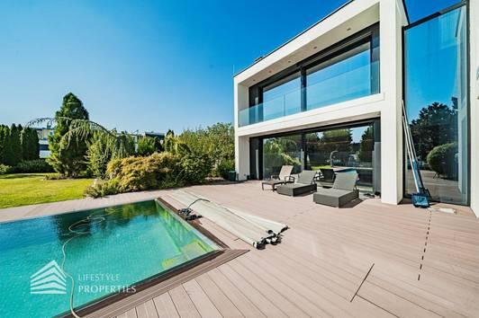 Extravagante 5-Zimmer Designvilla mit traumhaftem Garten und Pool, Stadtgrenze