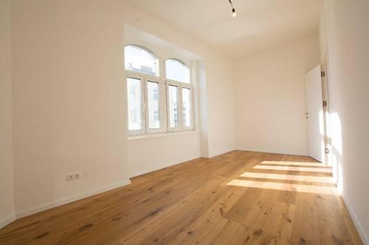 südseitige 3-Zimmer-Stilaltbau-Eckwohnung zum Erstbezug