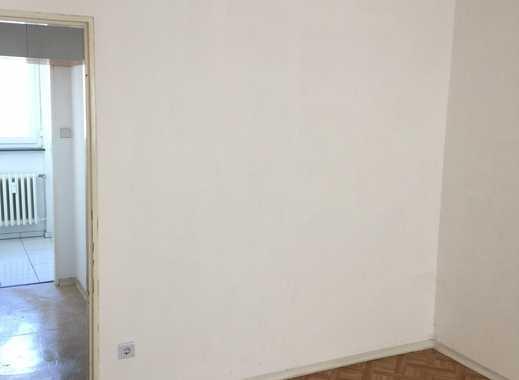 günstige 2-Zimmer- 70er Jahre Altbau Wohnung