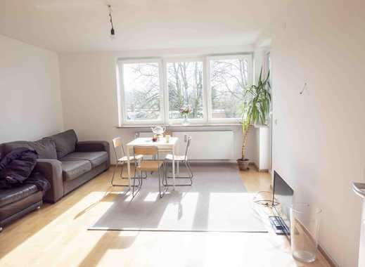 Helle und vollständig renovierte 3-Zimmer-Wohnung mit Balkon und Einbauküche in Niendorf, Hamburg