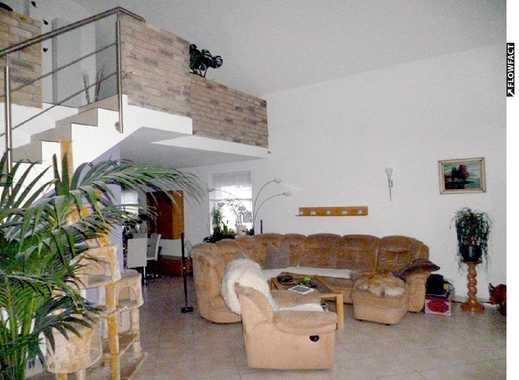 EXKLUSIVES 8-Z-Einfamilienhaus mit Einliegerwohnung, 2 Terrassen, Garten, 3 Garagen & 5 Stellplätzen