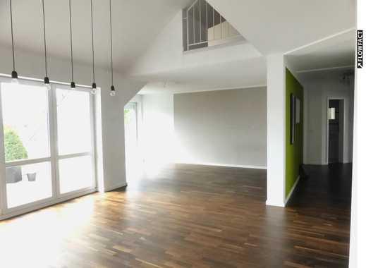 Individuell geschnittene 4 Zimmer-Wohnung mit sonnigem Balkon und Carport