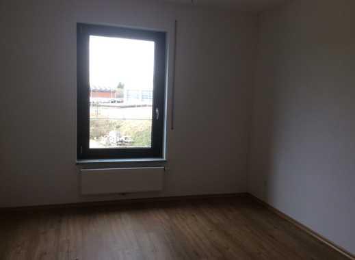 Neuwertige 3,5-Zimmer-Erdgeschosswohnung mit Balkon und EBK in Nördlingen