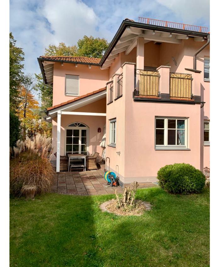 Traumhafte 5 – Raum Maisonettewohnung mit Ankleidezimmer, Terrasse und Garage in Ottobrunn