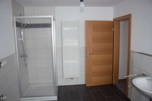 Günstige, neuwertige 4-Zimmer-Wohnung mit Balkon in Eging am See in Eging am See