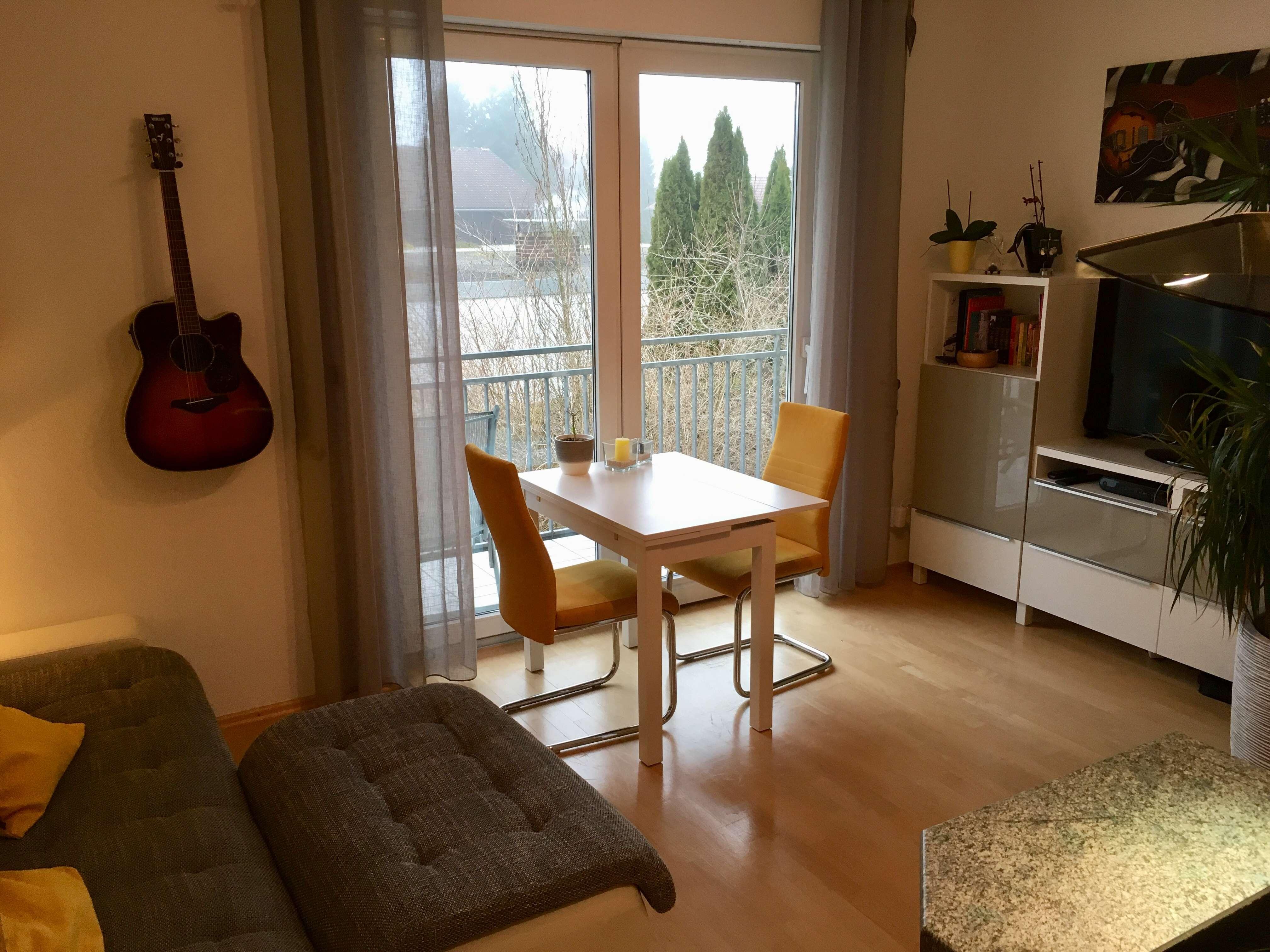 Ruhige, gepflegte 1,5 -Zi.-Wohnung mit Balkon und Einbauküche in toller Natur in