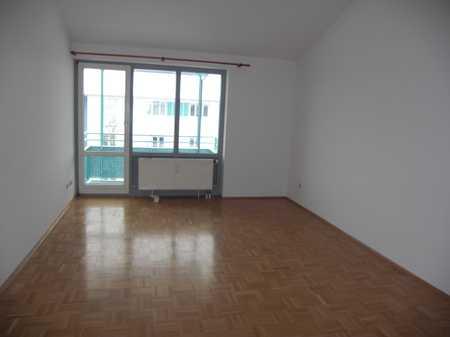 Exklusive, gepflegte 2-Zimmer-Dachgeschosswohnung mit Balkon und EBK in Höhenkirchen-Siegertsbrunn in Höhenkirchen-Siegertsbrunn