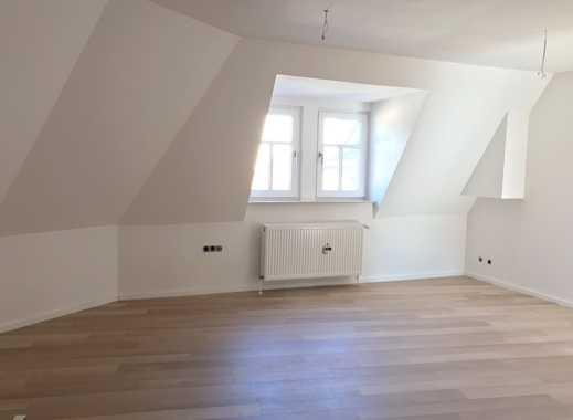Erstbezug nach Sanierung: Dachgeschoss-Apartment in zentraler Lage zu vermieten
