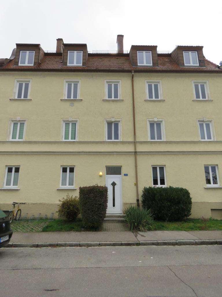**Ruhig gelegene 4 Zimmerwohnung in charmantem Altbau**Ideale Zimmeraufteilung** in Göggingen