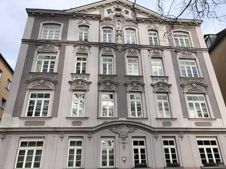 Großzügige 5-Zimmer-Dachterrassenwohnung für Stadtliebhaber in zentraler Lage in Augsburg-Innenstadt