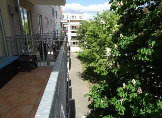 Sonnige Neubauwohnung mit zwei Balkonen nahe Spreeufer