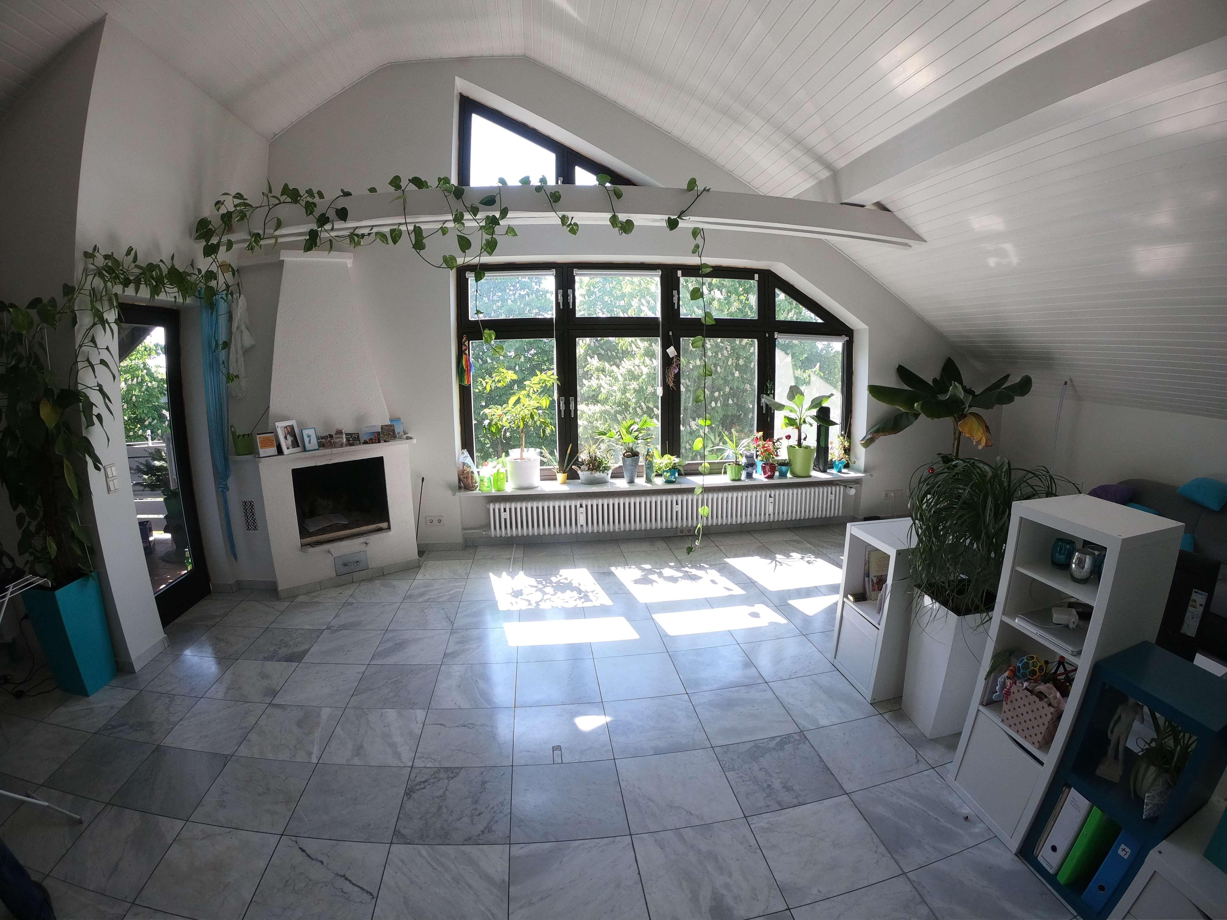 Helle 3-Zimmer-DG-Wohnung mit Balkon und Einbauküche in Ingolstadt