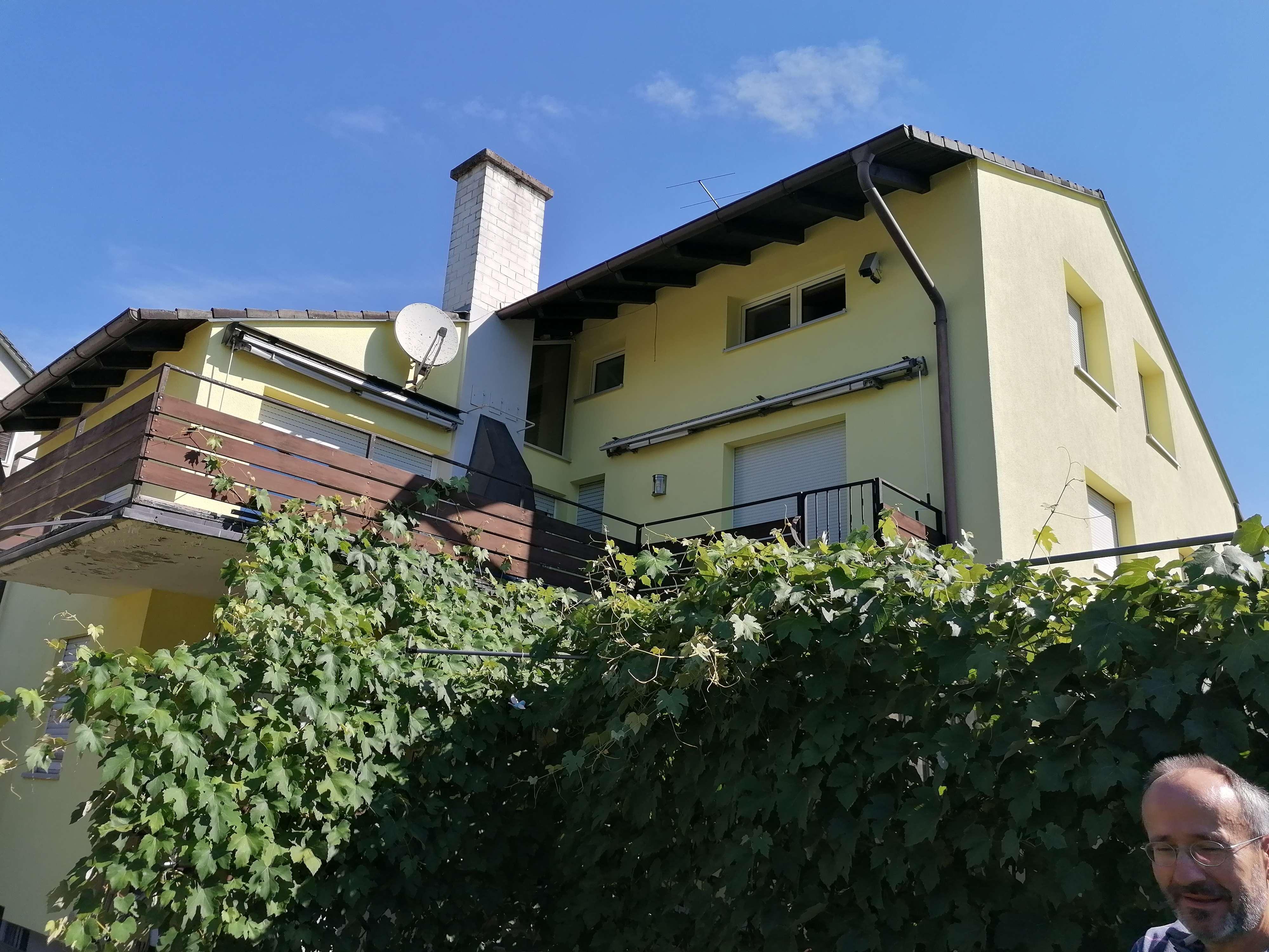 Gepflegte Wohnung mit fünf Zimmern und Balkon in Roth in