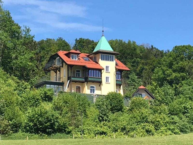 Erstbezug nach Sanierung: luxuriöse EG-Altbauwohnung mit überwältigendem Bergblick ins Kaisergebirge
