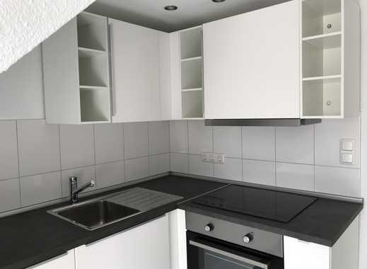 Erstbezug nach Sanierung: freundliche 2-Zimmer-DG-Wohnung mit EBK und Balkon in Bremen