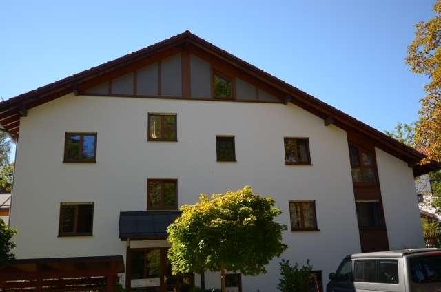 Hochwertige Dachgeschoßwohnung in kleiner gepflegter Wohnanlage