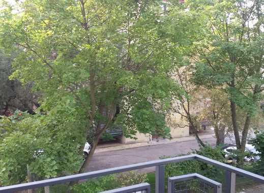 Großzügige 2 Zimmerwohnung mit Balkon und Blick ins Grüne im 1.OG