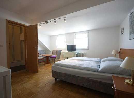 Geräumiges, möbliertes Zimmer mit eigenem Bad in attraktivem Stadtteil