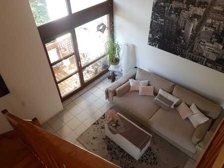 Gepflegte 2-Zimmer-Wohnung mit Galerie, mit 2 Balkone und EBK in Pasing, München in Pasing (München)