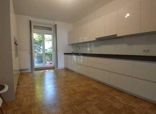 Edle 3,5-Zimmer-Wohnung in kernsaniertem Stilaltbau – EBK, Garten und Balkon