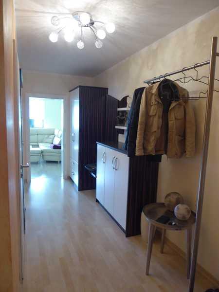 Zentrumsnähe: Schöne und geräumige 3 ZBK Wohnung mit Balkon, Abstellraum, teilmöbliert in Aichach
