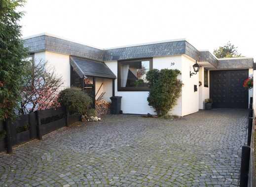 Freistehender Bungalow mit viel Platz ideal für große Familie oder Wohnen und Arbeiten.