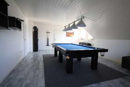 Traumhafte 3- Zimmerwohnung (1.OG) mit Loggia+Balkon+EBK in Burgau