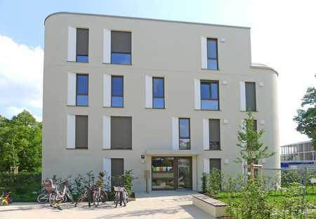 Schöne 2-Zimmer-Erdgeschosswohnung mit großer Süd-West-Terrasse in Schwabing !!! in Schwabing (München)