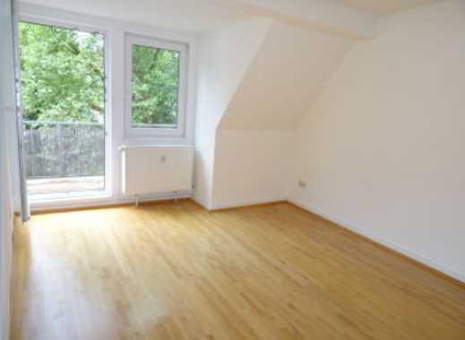 Helle 3-Zimmer-DG-Wohnung mit Einbauküche, Süd/West-Balkon, Badewanne&Dusche, nahe Frohnhauser Markt