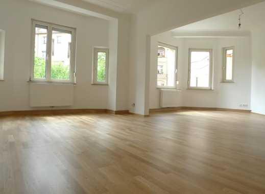 Altbau-Juwel direkt am Kaulbachplatz, hochwertig sanierte Wohnung mit Balkon und Küchenzeile
