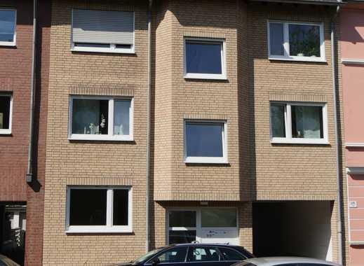 Schöne, geräumige vier Zimmer Wohnung in 51061 Köln, Flittard