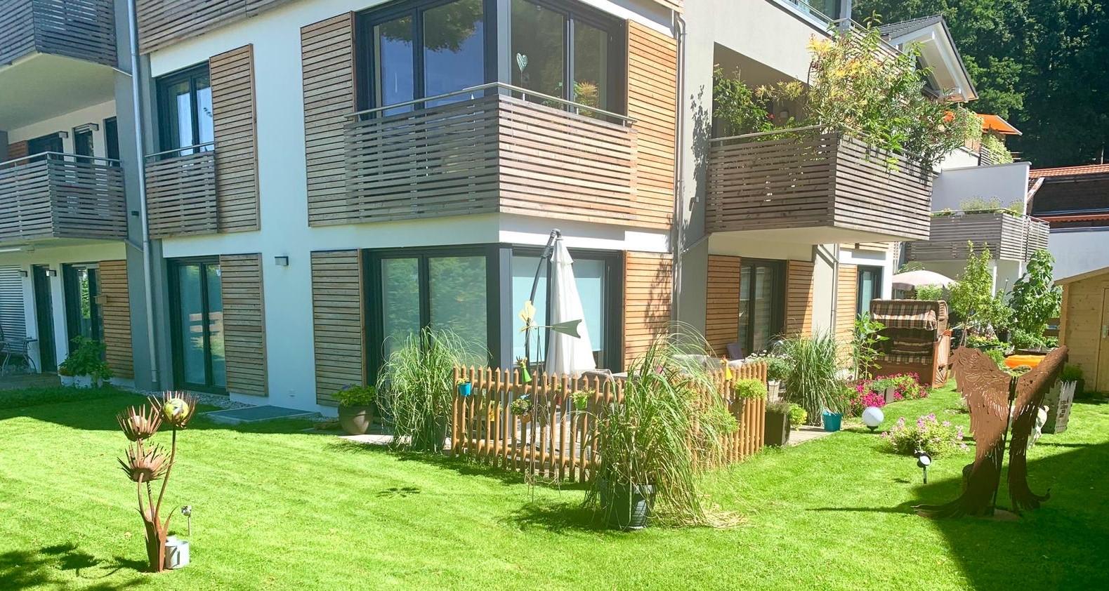 Große, moderne 3-Zimmer-Wohnung mit Terrasse und Garten in Prien am Chiemsee in