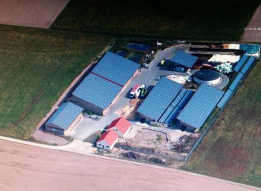 Aussiedlerhof mit 75 KW Biogasanlage, große Hallen, Wohnhaus, Betriebsgebäude in Veitsbronn