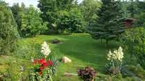 Landhaus mit Garten und Seerosenteich