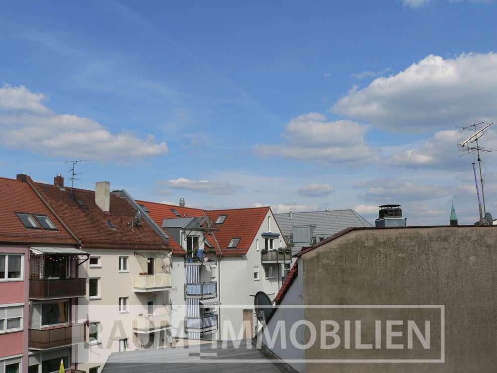 TOP :Gemütliche renovierte 2-ZKB-DG-Wohnung : Mitten im Leben und doch sehr ruhig gelegen!